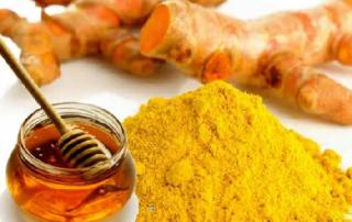 chữa viêm họng với tinh bột nghệ và mật ong